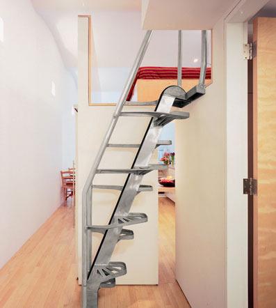 生活/家居 家具装修 > 装修  3 这样的木质楼梯结合书架的理念,无论是