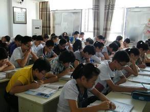 大学生上课坐在后排好还是前排好