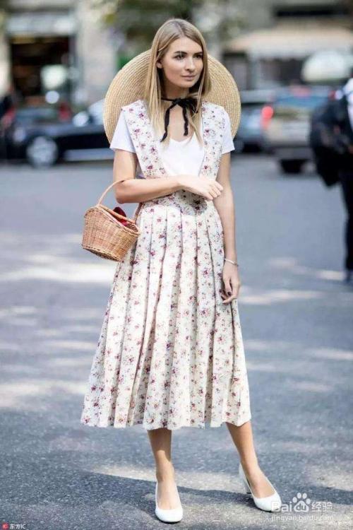 女生现在流行的衣服_白t恤衫怎样搭配衣服更好看