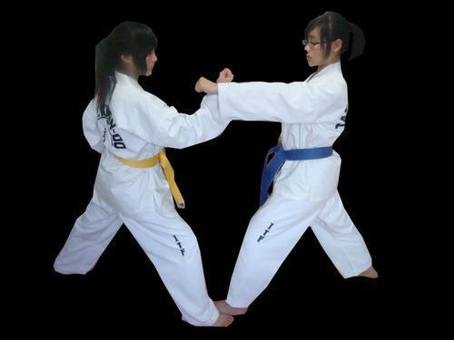 教你跆拳道三步对打弓步冲拳