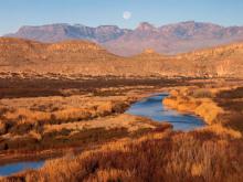Chisos mountains flowed through the desert of the Rio Grande