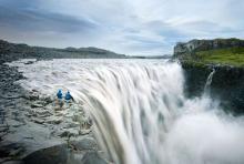 看冰岛天乳温泉牛奶浴