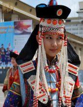 穿着民族服饰的蒙古国美女