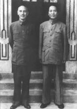 と蒋介石の写真(右)