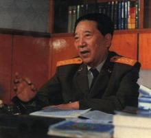 秦基伟担任国防部长时工作留影