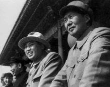 1954年と金日成建国記念式で(右)