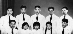The Department of physics of Tsinghua University graduates (right before a photo of Yu Guangyuan)