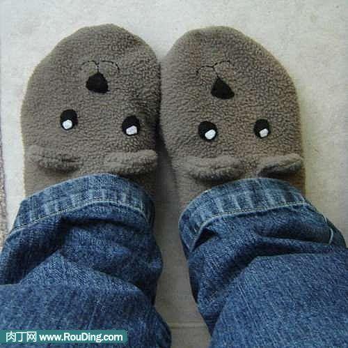 怎样用旧衣服改造DIY小熊袜子拖鞋图片