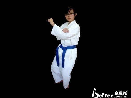 跆拳道对战基本步法之三七步