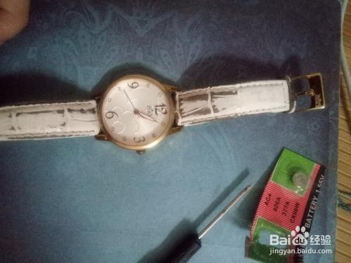 普通女士手表如何更�Q�池