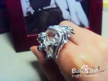 食指戴戒指什么意思_食指戴戒指什么意思-百度经验