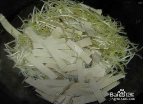 绿豆芽炒豆皮的家庭做法
