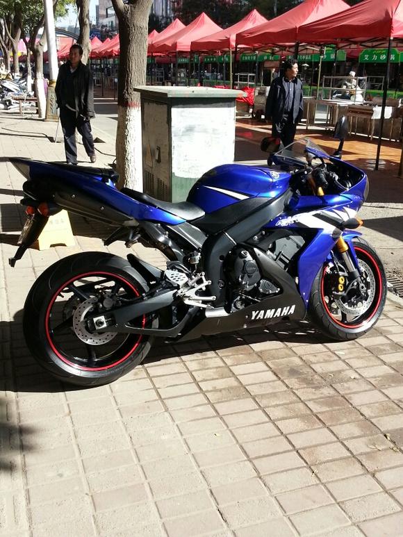 R1多少钱_求老手发话,雅马哈R1用什么机油最好大概多少钱【摩托车吧