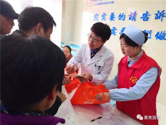 蚌埠市稳恒者公益协会联合固镇县中医院举办黄手环行动宣传、防走失定位贴免费发放及关爱老人大型义诊活动