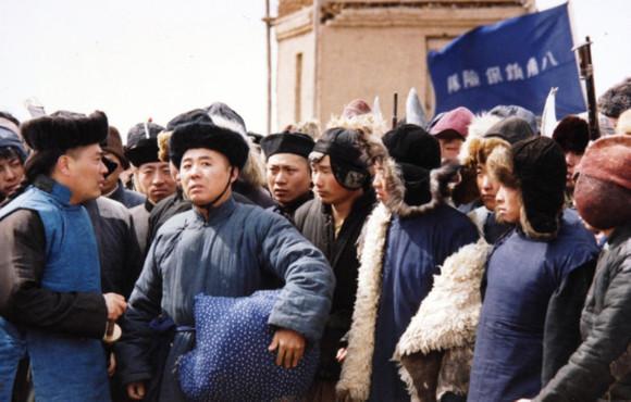 东北王张作霖传奇_张永峰饰演的张作霖在八角台保险队和张景惠等告别。