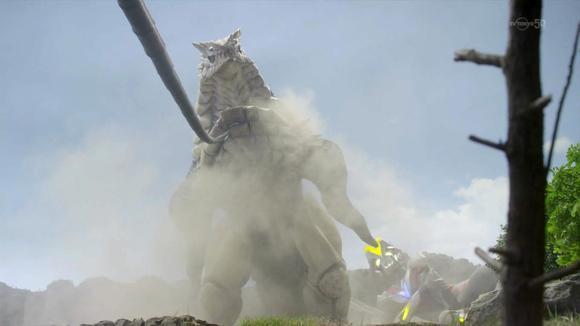 最长人鞭图片_火花人偶实体化后与胜利交战,用双鞭连续攻击使胜利处于下风