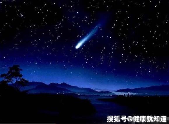 陨石坠落吉林,天空出现一道光,夜空瞬间犹如白昼