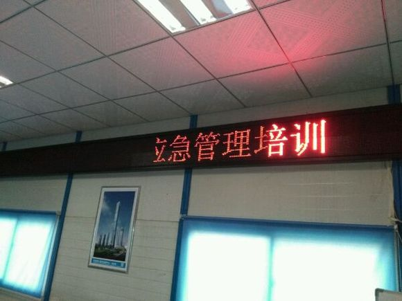 LED显示屏一截亮一截暗是什么原因?