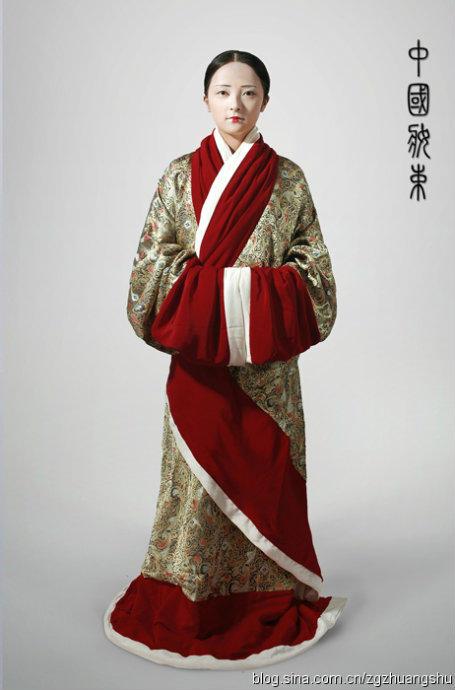 袍_根据长沙马王堆西汉辛追墓出土长寿绣曲裾袍复原